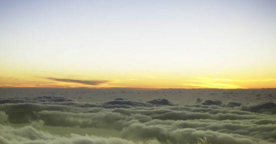 Roque de Los Muchachos sulle pendici del principale vulcano spento dell'isola, dozzine di osservatori di governi e istituzioni mondiali, puntano e muovono i loro telescopi a partire da prima del tramonto fino a poco dopo l'alba. E' uno dei migliori luoghi del mondo secondo le statistiche di seeing. Siamo rivolti verso ovest sul mare aperto, ma a quest'altezza è un mare di nuvole, di forme e colori. Questi sono 2 dei 9.000 scatti realizzati in cinque giorni per realizzazione di un timelapse in 4k. 2014 ©Stefano Folgaria